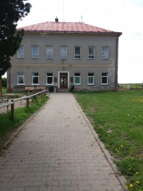 OBRÁZEK : knihovna_budova_byvale_skoly.jpg